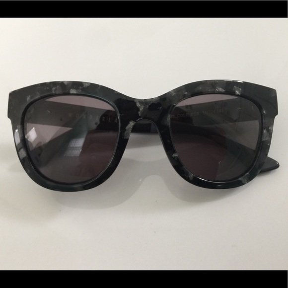 906233014cd Wonderland Stone Cold Fox Colony Sunglasses. M 5ae8c5ec84b5cefebf24d67e